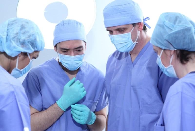 Озадаченные хирурги