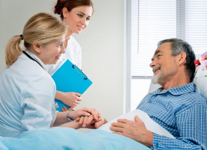 Восстановление после операции: пациент и врачи
