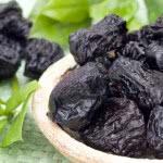 Польза чернослива для мягкого лечения запора и рецепты напитков