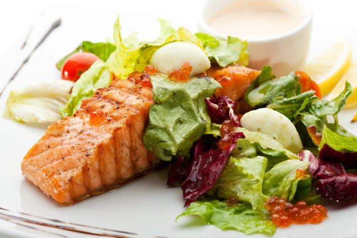 Отварная рыба с овощами