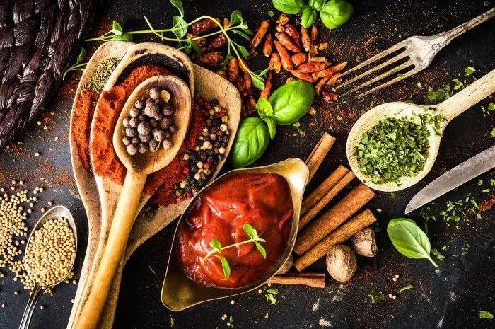 Острые соусы, пряности и специи запрещены при заболеваниях печени