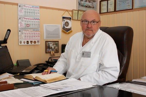 Врач, представитель официальной медицины