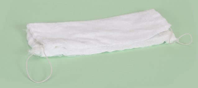 Марлевая повязка, которую прикладывают с мазью на область ануса
