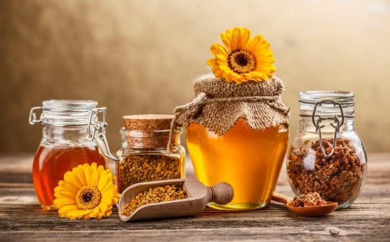 Мед, пыльца в баночках и цветы