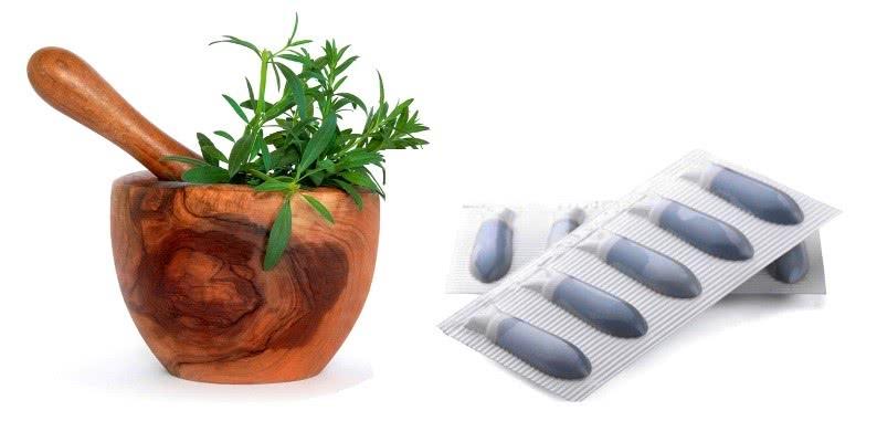Травы в ступке и гомеопатические суппозитории