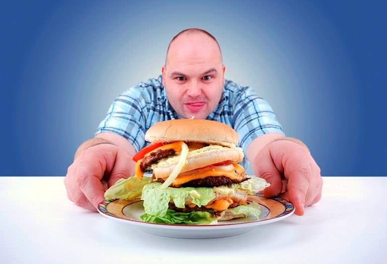 Жирная и мучная пища – один из предрасполагающих факторов развития аденокарциномы прямой кишки