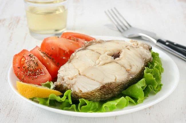 Отварная рыба и овощи