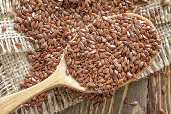 Льняное семя, деревянная ложка