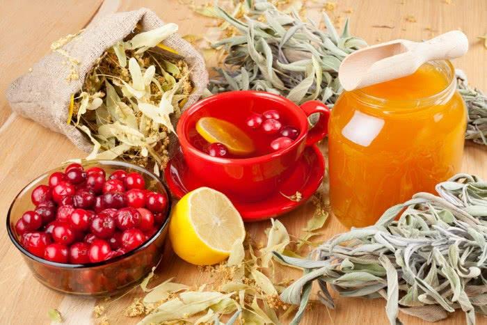Народные средства от запора, травы, ягоды, отвар, мед, лимон
